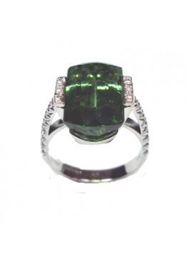 Anello in oro bianco diamanti e tormalina verde